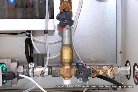 Mūsu partneris Vācijā ir izstrādājis kompaktu apkures sistēmu ar siltummaini izmantojot jonu apkures katlu STAFOR ar augstu COP (EPK) 1.57 - 2.04.