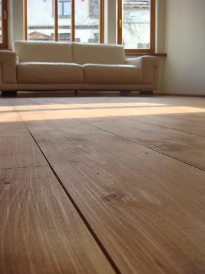 Dabīgā eļļa grīdām uzklāta uz iepriekš tonētas ar lineļļas krāsu NATURA brūna grīdas