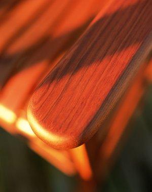 Dabīgā lineļļa kokam uzklāta uz mēbelēm